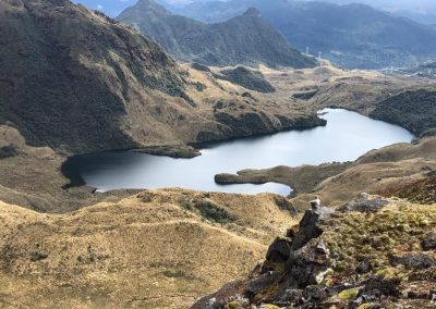 Alpine_tundra_lake_hiker